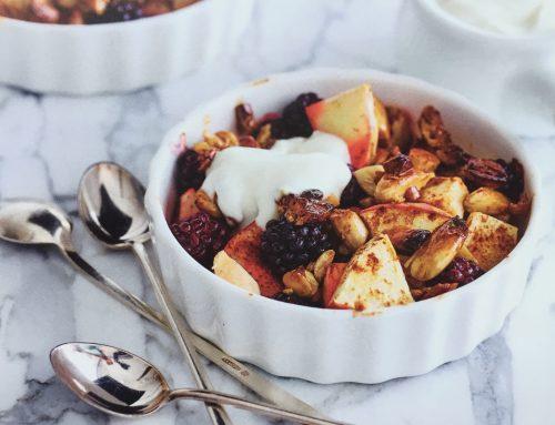 Notencrumble met bramen en yoghurt
